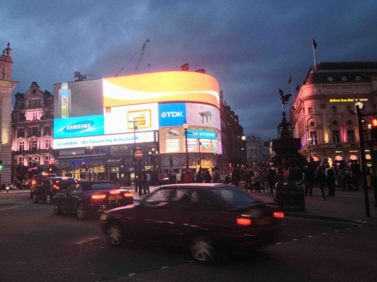 Piccadilly circus de nit