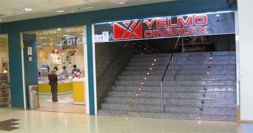 Entrada dels cinemes Yelmo Cineplex de Sant Feliu de Llobregat
