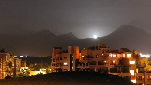 La lluna sortint per darrera les muntanyes, l'últim dia