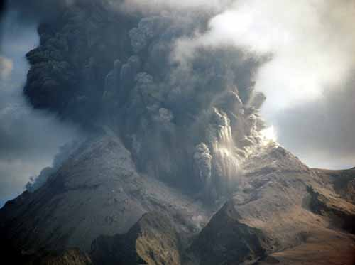 Volcà en erupció al documental FORCES DE LA NATURA